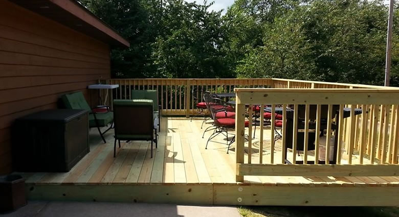 boulder-bear-motor-lodge-deck-01