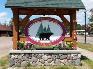 boulder-bear-motor-lodge-sign